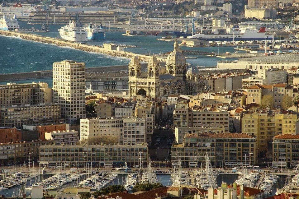 Louer un autobus avec chauffeur à Marseille