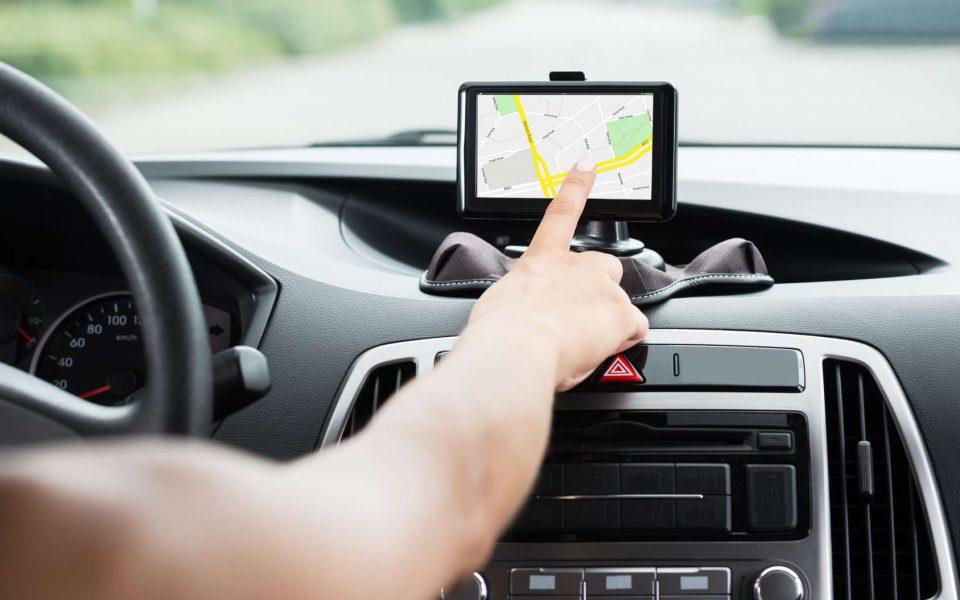 Un traceur GPS espion pour surveiller votre voiture
