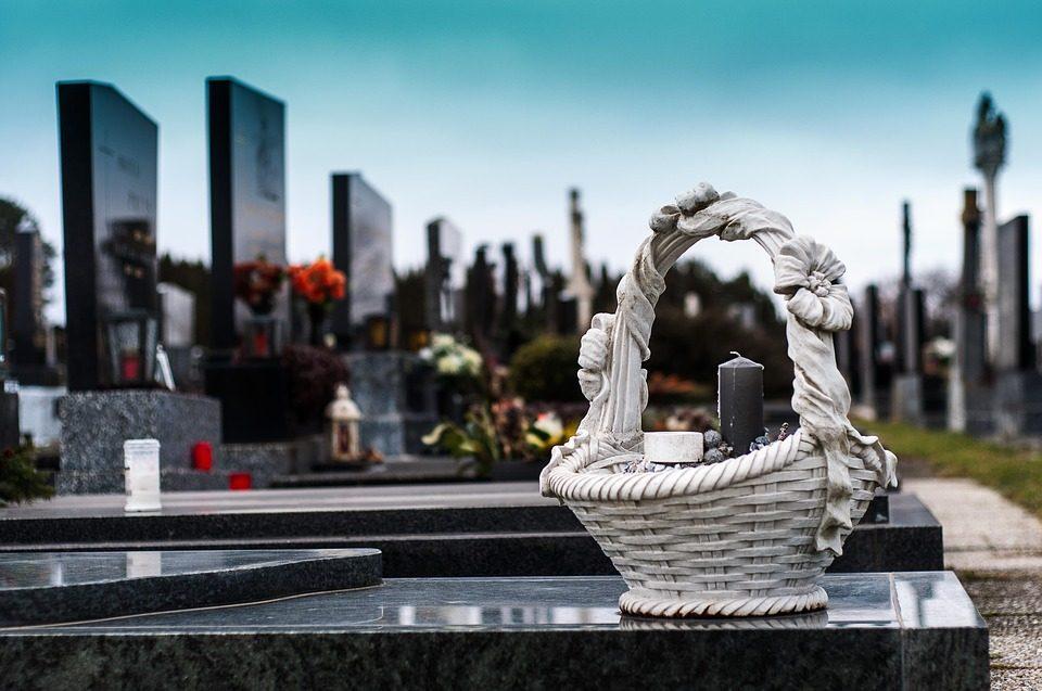 Les cimetières comptent parmi les ressources historiques les plus précieuses. Ils rappellent divers schémas de peuplement, tels que les villages, les communautés rurales